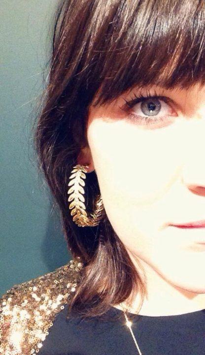 présentation look boucles d'oreilles maxi créoles la2l dolita doré aphrodite