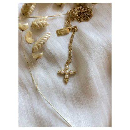 présentation collier pendentif cruz Virginie Berman chez Dolita