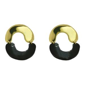 Idée de cadeau bijoux femme avec les boucles d'oreilles minimalistes en laiton doré recyclé et de la corne